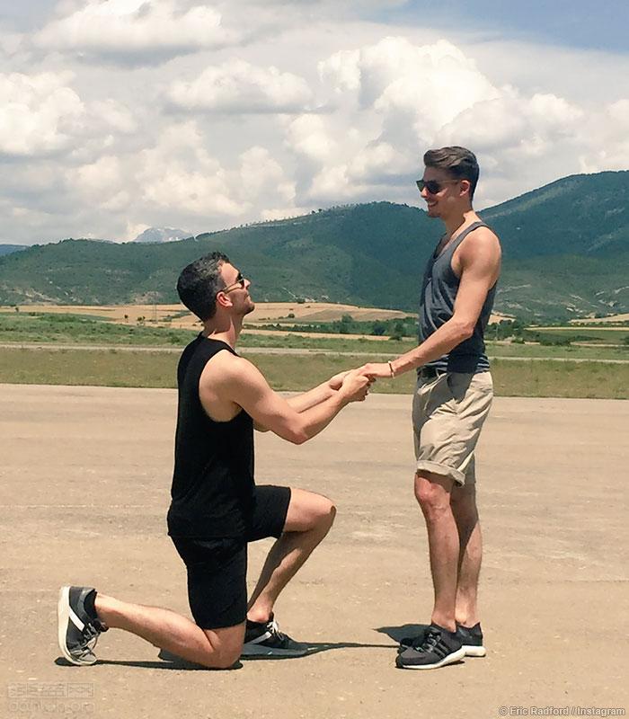 花滑出柜同志与冰舞男友订婚