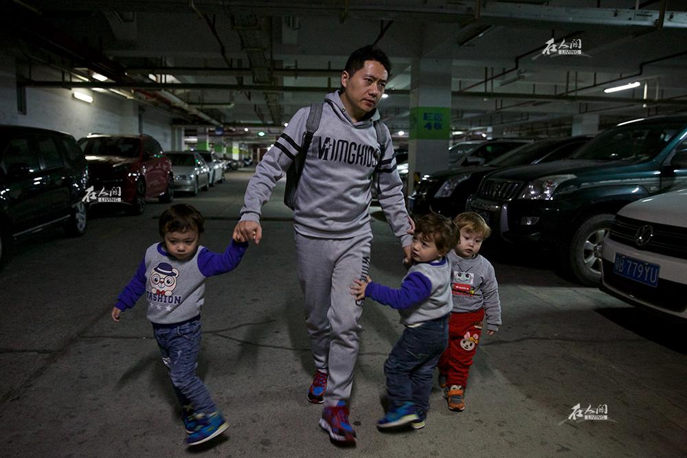 深圳一对同志花百万 代孕生下三个混血宝宝