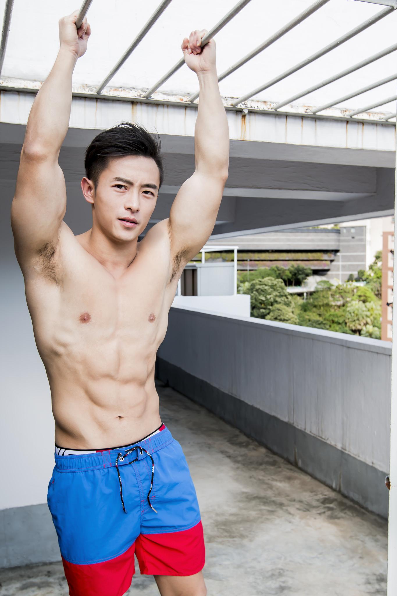 胸肌发达颜值高的肌肉型男