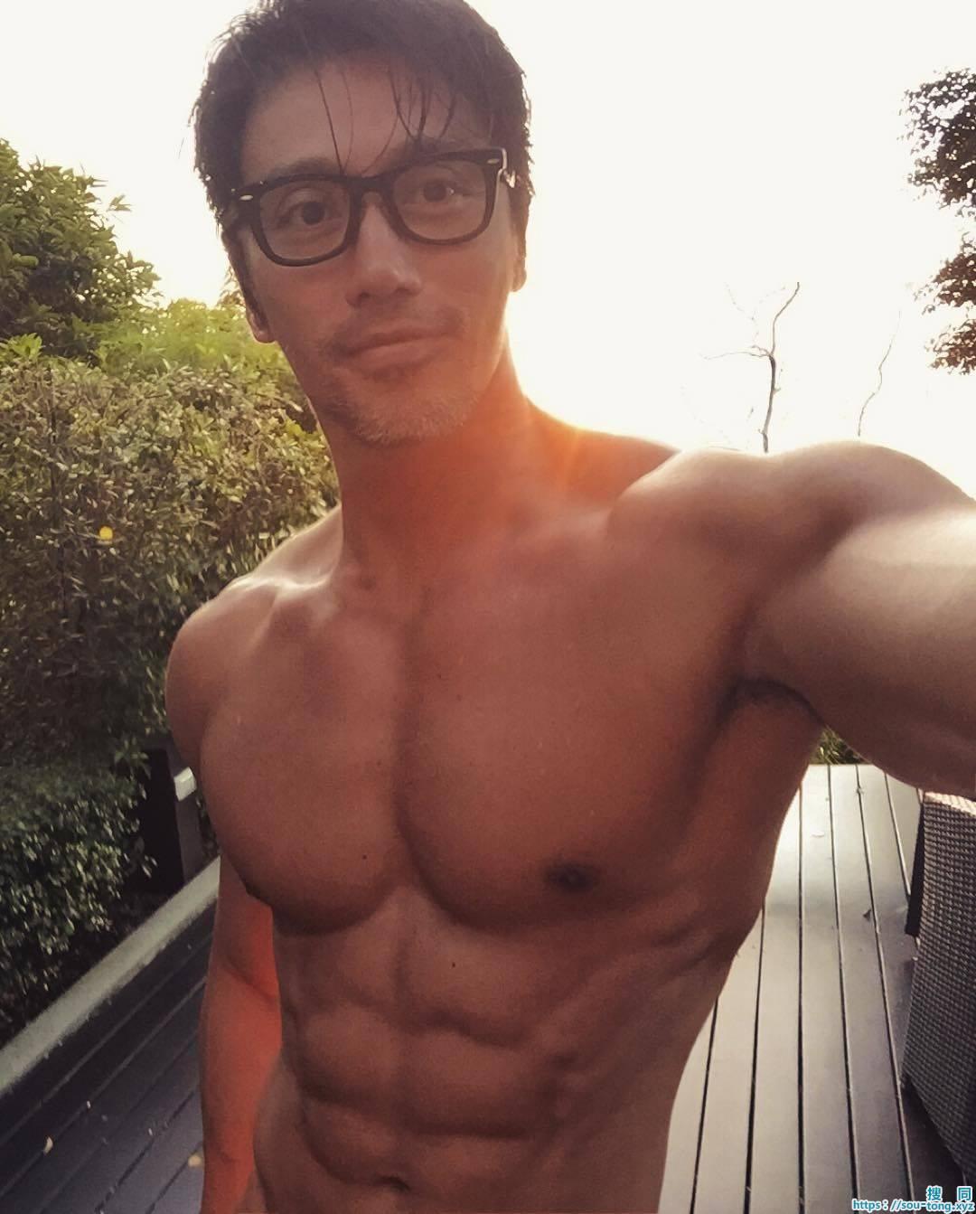"""0岁新加坡摄影师肌肉发达完全不输小鲜肉"""""""