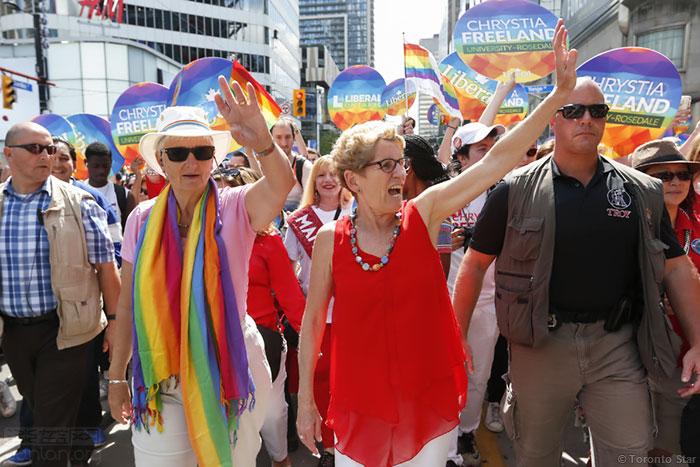 加拿大总理特鲁多偕家人参加同志巡游