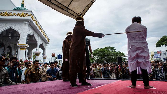 印尼亚齐省公开鞭刑引争议,或改为私下执行