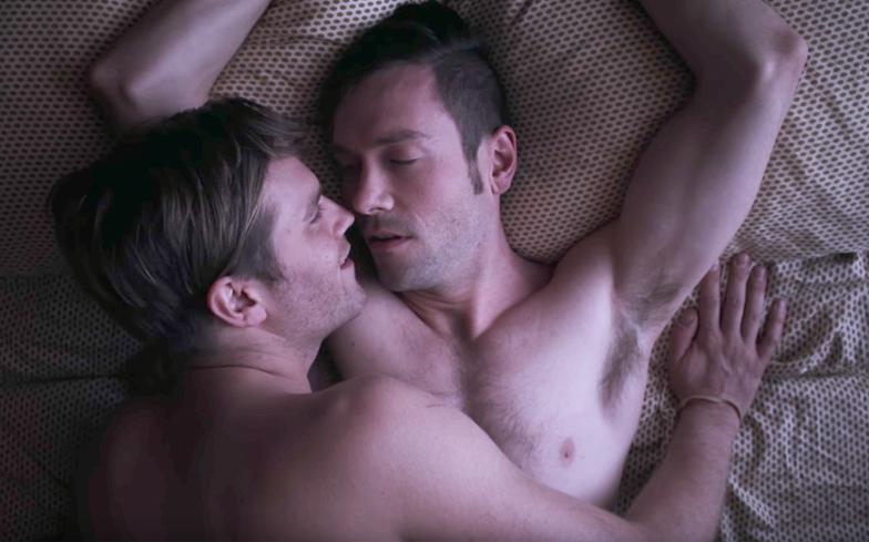 这是新系列同性恋剧情Eastsiders的热门首播