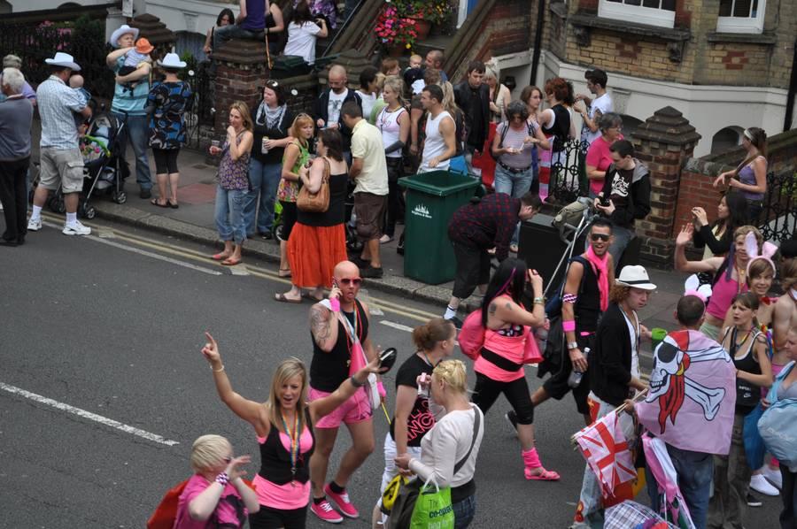 英国布莱顿同性恋游行 警察医生也参与其中
