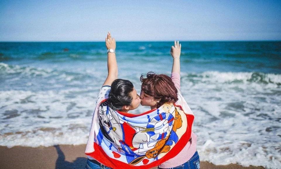 """越南这对女同性恋有点""""腻"""",网友:说好的唯美""""蕾丝边""""呢"""