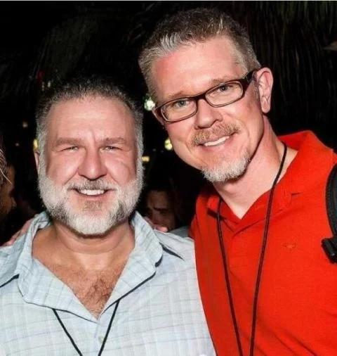 一对同性恋伴侣相爱24年后