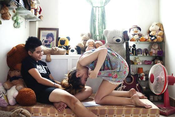 实拍同性恋人的生活片段 春节可能只有他们不能把另一半带回家