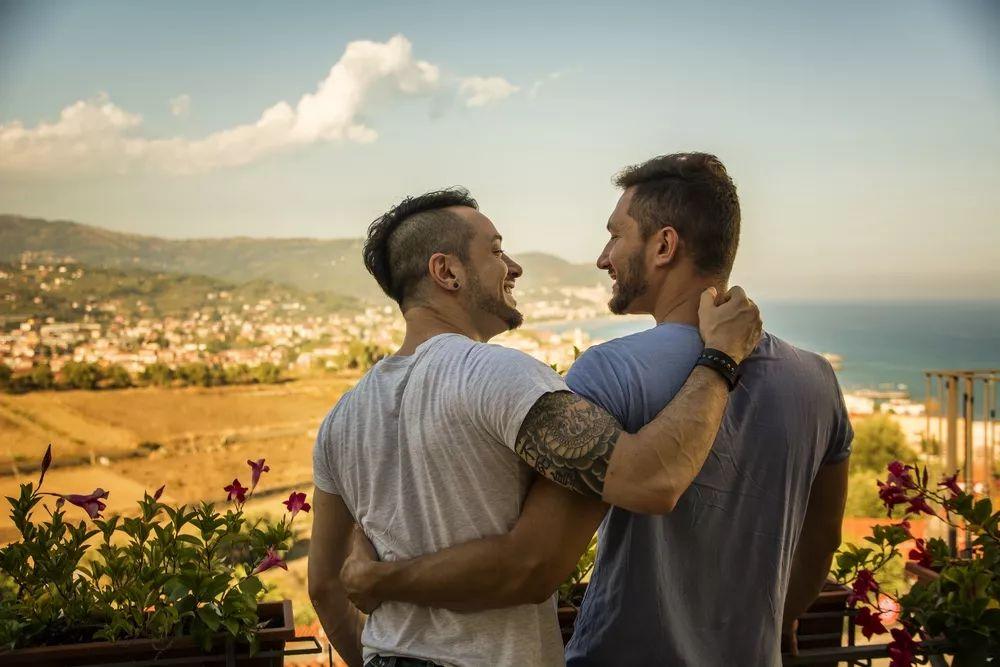 """为什么还觉得同性恋是""""变态""""?教科书教的啊"""