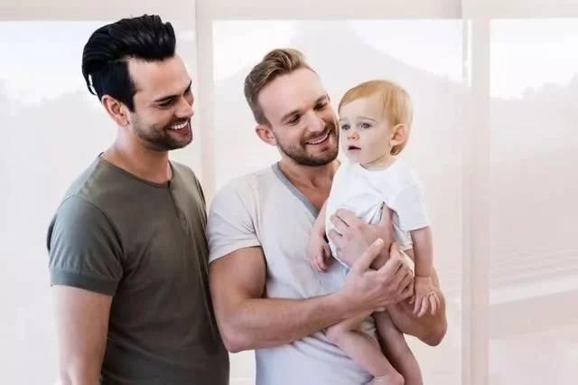 同性恋人如何通过美国试管婴儿生育宝宝