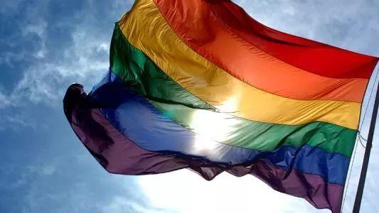 英首相敦促英联邦国家废除反同性恋法律