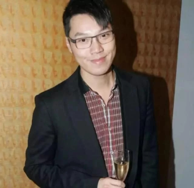 曾在节目中公开自己是同性恋并与男友结婚 2018年回归TVB