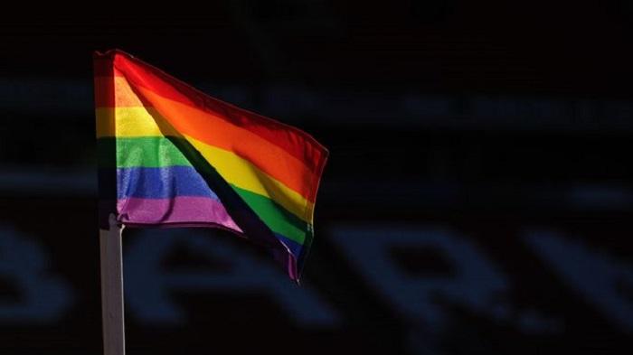 反对同性恋歧视,汉堡德乙揭幕战角旗改为彩虹旗