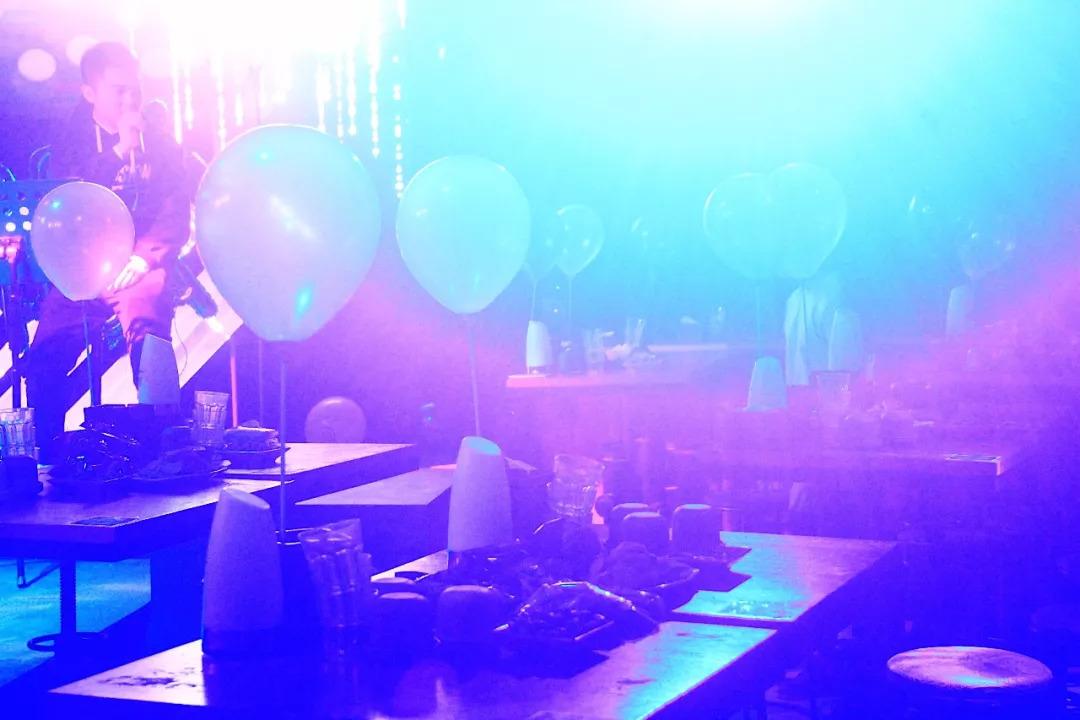 有故事更有酒,一位GAY酒吧老板笔下的众生相
