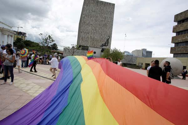女「同性性交」遭处6鞭刑+2万5罚款