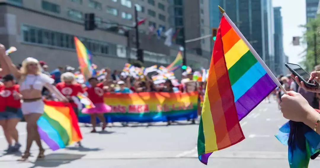 加拿大总理特鲁多参加今天蒙特利尔的同性恋大游行