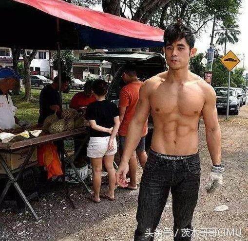 泰国小哥撞脸周杰伦,这胸肌这腹肌太诱惑