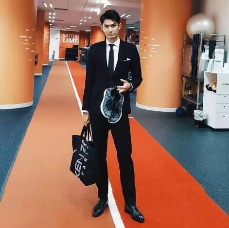 新加坡帅哥长相酷似宁泽涛,九零后的他又快又长!