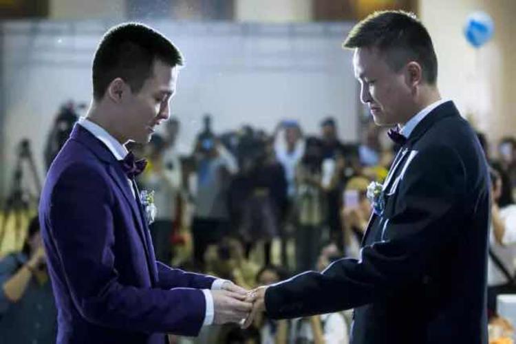 这个 29 岁的青年一直在推动同性婚姻法制化,因为这是他的生活