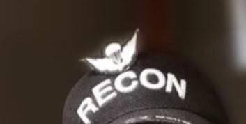 兵哥哥金秀贤近照曝光,军帽上的标志另有含义,整个人依旧帅气