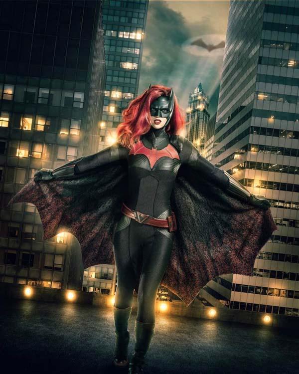 女版蝙蝠侠官方定妆照曝光 同性恋身份引关注