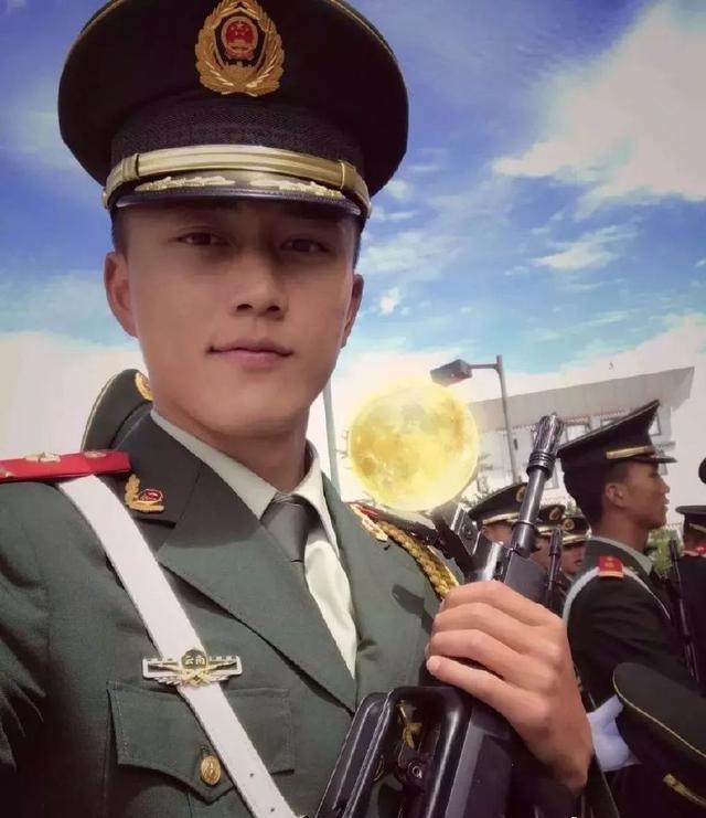 好阳光的退伍兵哥哥,性感帅气你喜欢吗