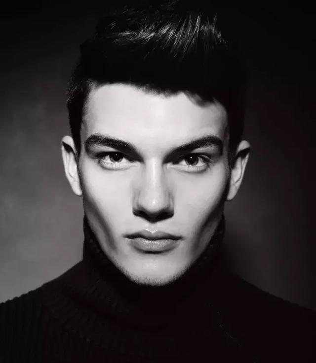 IG上非常热门的奥地利男模Peter Mairhofer,确实好看!