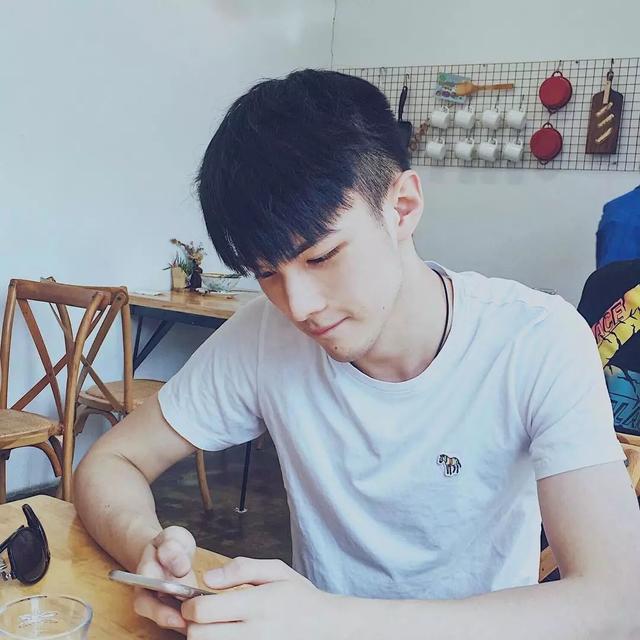 新出的中国男模,我觉得是新生代这一波人里最高级独特的了!
