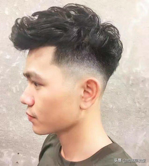男生必读:头发硬且两边容易翘起来的男生适合留什么发型?