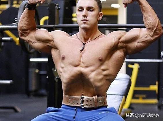 """1岁小伙子健身后拥有巨臂,他还有个特殊的凹腹技能"""""""