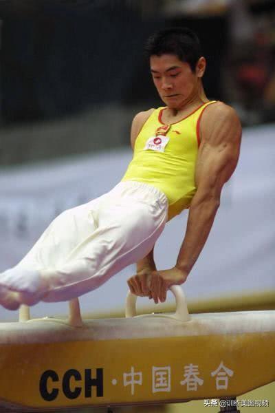 和陈一冰相比,他是低调的肌肉男,他的肌肉照贴在了每家每户