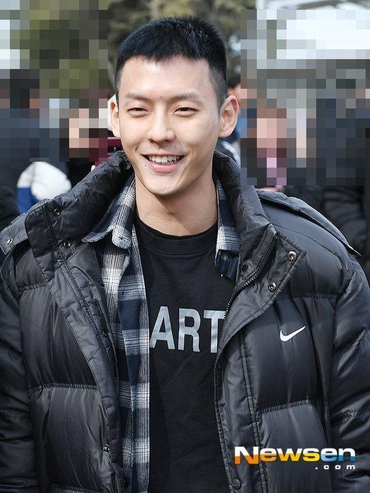 「BTOB」「新闻」190207 BTOB李旼赫今日服兵役 在入伍路上也微笑满发!