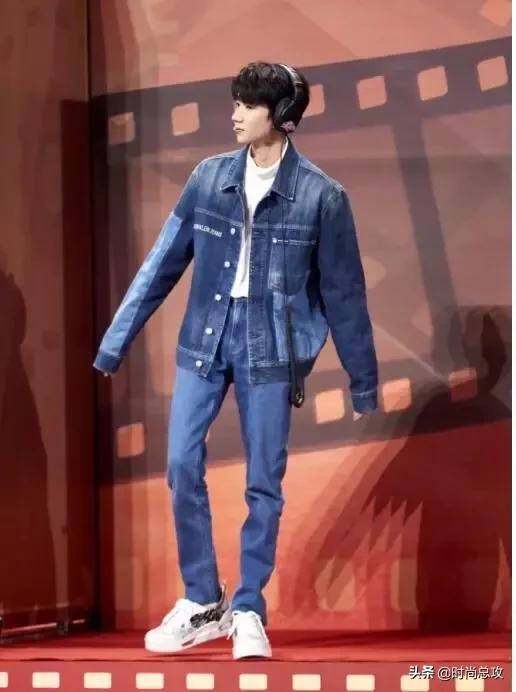 王源又帅了不少,新节目穿牛仔套装真养眼,内搭简约尽显少年气息