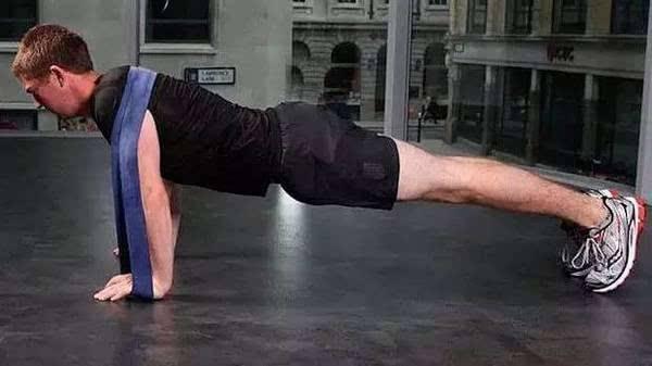这样做俯卧撑是错误的,你是不是也在这样做?