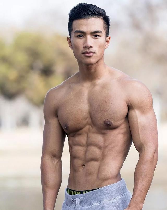 青筋凸起的亚裔小哥哥,两枚豆豆超帅
