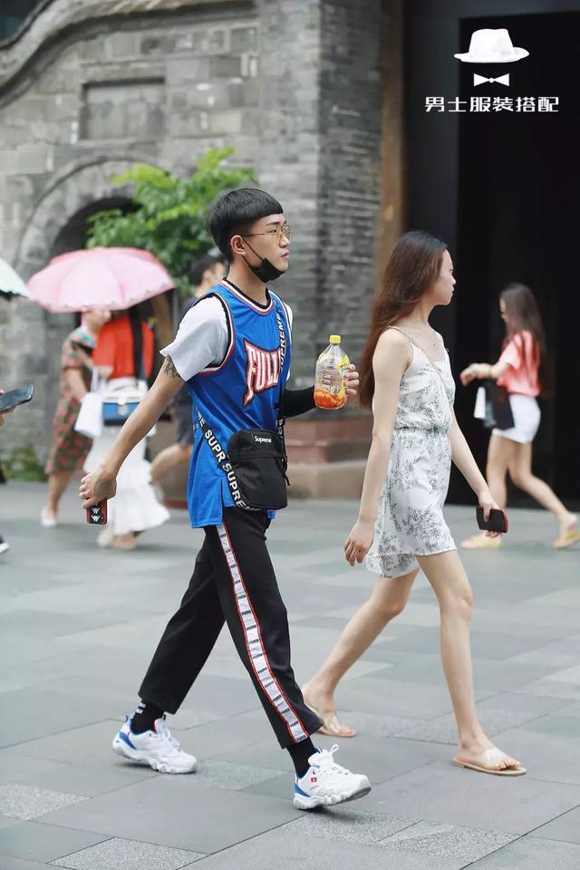 打了几十年球,你才告诉我「球衣」还可以这样穿搭上街?