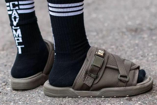 摆脱土味凉鞋,这样穿再也没人说你是大叔了!