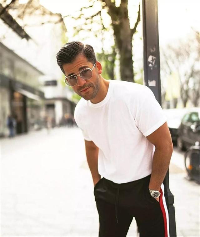 长得黑的男人该如何挑衣服?