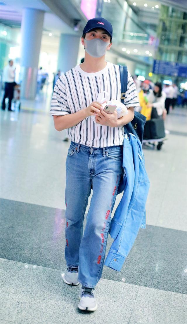 马天宇33岁还能演学生?私下穿搭简约帅气,剪寸头更看不出年纪了