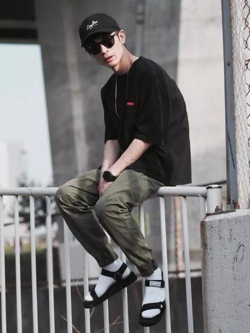 除了黑色裤子,这条绿色的也很值得入手