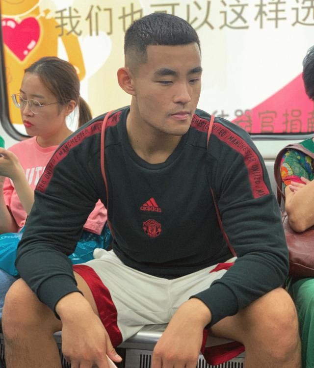 187CM上海大学篮球体育生,这味道很男人