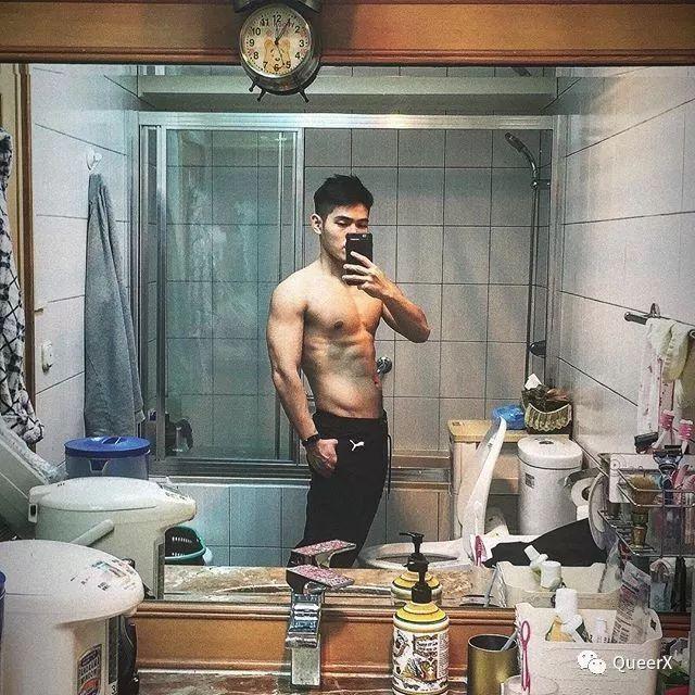 看到这位肌肉小飞侠,我突然体会到了萧亚轩的快乐