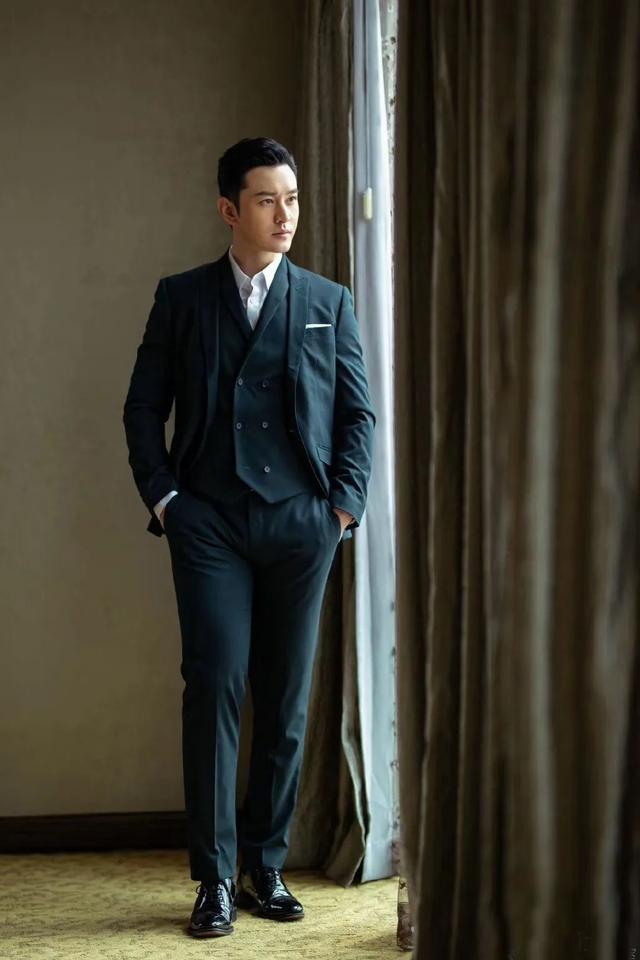 身高179的黄晓明油腻腿短?他西装造型很完美,满屏的绅士范