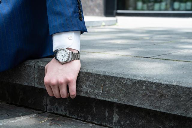 男生长时间戴手表,想不到还有这些变化