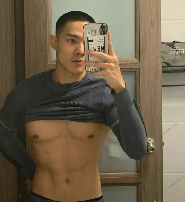 96年广州寸头小哥火了,为什么健身后越来越帅?