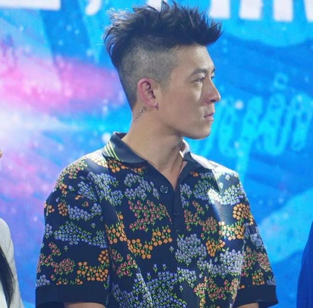 40岁陈冠希依旧像帅气小伙,穿花裤子时髦轻佻,颜值衣品依然在线