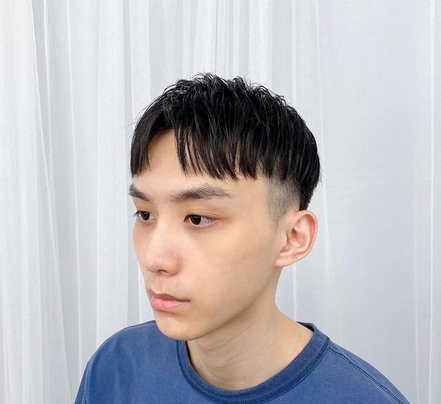 夏天男生试试这样剪发型,清爽干净不失帅气,女生看到直呼喜欢
